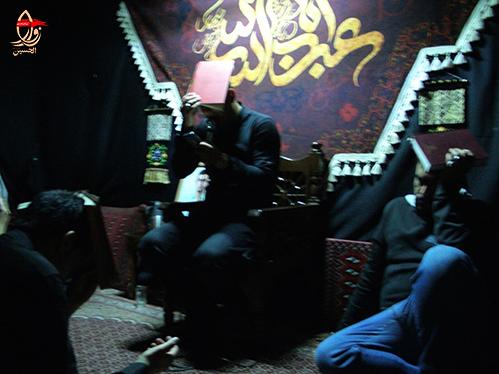 قرآن به سر گرفتن جوانان مراسم احیاء هیئت زوارالحسین در حسینیه شهیددولت آبادی