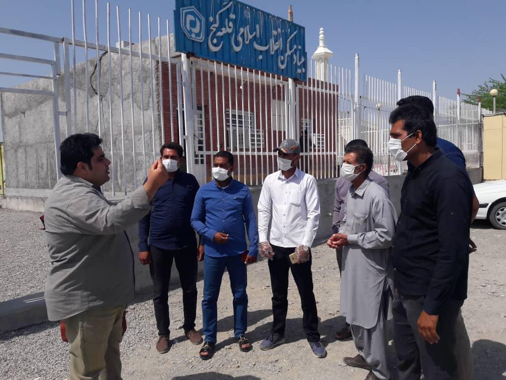 مطالبه گری و تجمع تعدادی از مردم شهرک وکیل اباد جلوی بنیادمسکن شهرستان قلعه گنج